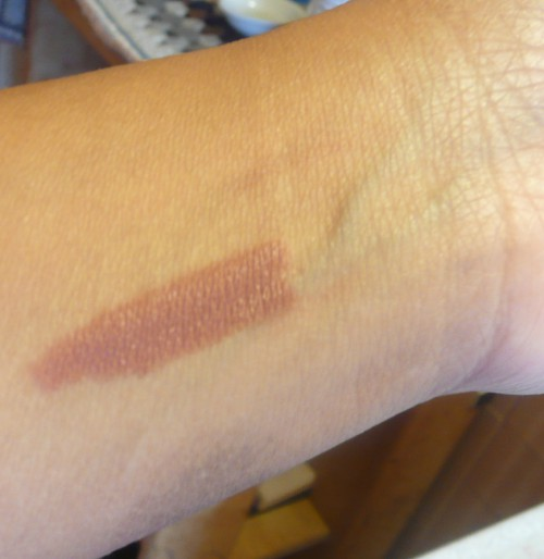 ELF matte lip praline swatch